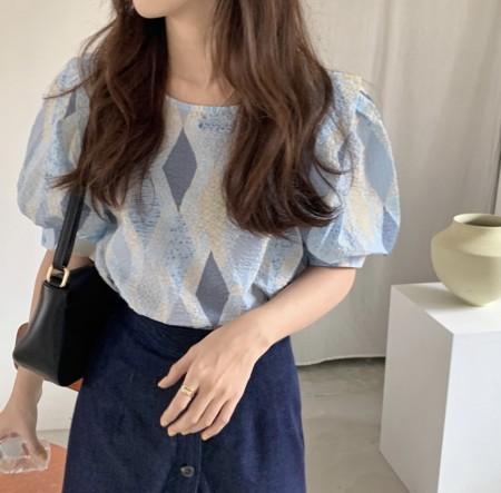 韓國東大門~設計首爾熱賣款✿復古凹凸感菱形格紋設計泡泡袖上衣✿☁ 約會~旅遊~上班~必備 ◙ ◚ ◛