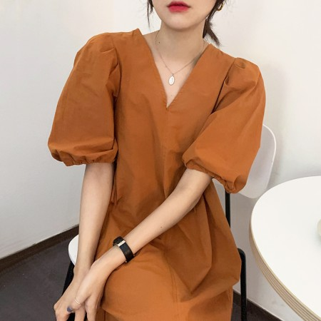 韓國東大門~夏季設計首爾熱賣款✿氣質顯白寬鬆V領設計感泡泡袖連身裙✿超氣質~☁ 約會~旅遊~餐會~必備 ◙ ◚ ◛ 2色可選