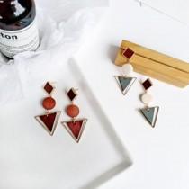 韓國南大門商圈熱銷款NO.1 簡約幾何不規則木質三角及圓型耳針耳環 2色