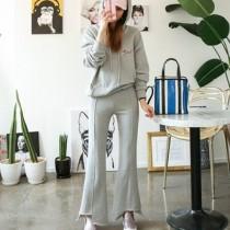 韓國東大門洋氣英文字母休閒韓風時尚設計款帽及修身曲線喇叭造型顯瘦長褲 套裝S~XL 2件組3色