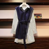 一個女孩的衣櫥 *韓系尺碼加大* 韓系立領條紋襯衫及深藍收腰不對襯心機顯瘦斜背心裙 2件組 XL~5XL 50~100KG 皆可穿~