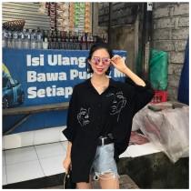 韓國東大門韓版時尚擺搭寬鬆顯瘦流行人臉印花襯衫上衣 2色